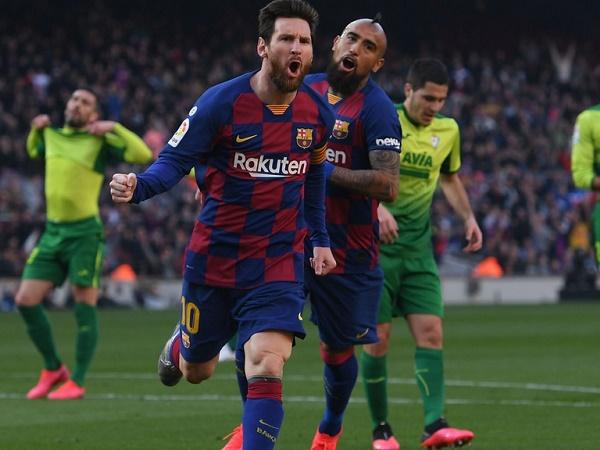 Pique khen Messi giỏi hơn cả Diego Maradona