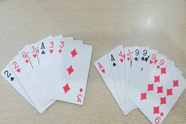 Một bộ bài có tổng cộng 52 lá gồm 4 chất khác nhau