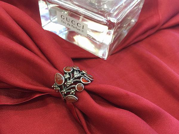 Màu sắc phù hợp với nhẫn phong thủy nữ mệnh Thổ