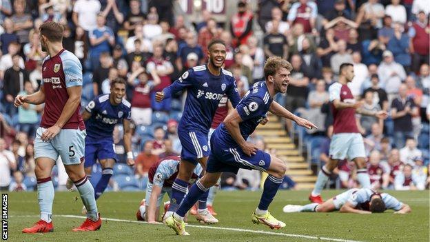 Kqbd Burnley 1-1 Leeds Bàn gỡ hòa muộn màng của Patrick Bamford